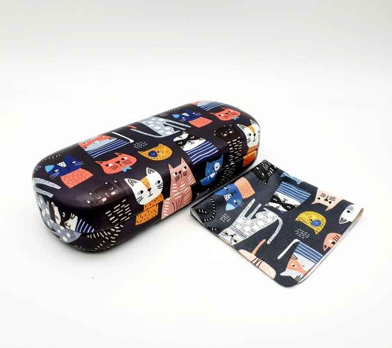 cat hard glasses case angle view