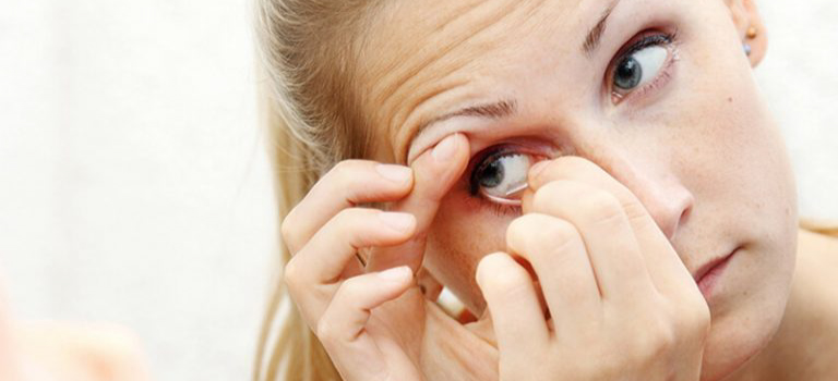 removing contact lenses 1