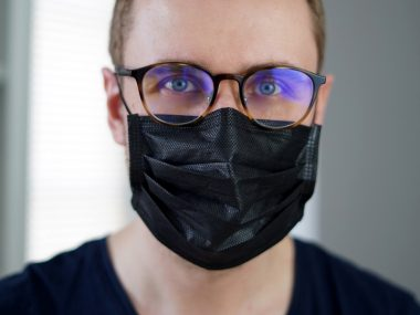 Easy Hacks to Keep your Glasses Fog-Free While Wearing a Face Mask